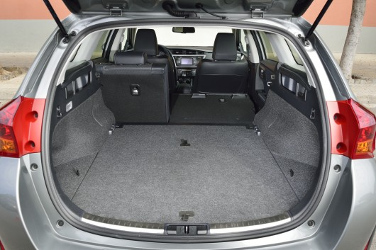 toyota auris touring sports. Black Bedroom Furniture Sets. Home Design Ideas