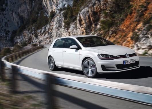 Volkswagen-Golf_GTI_2014_800x600_wallpaper_06