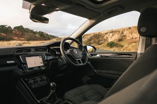 WEB 2016 Volkswagen Touran-7