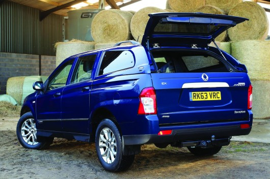 2014-ssangyong-korando-sports-pick-up-rear-view