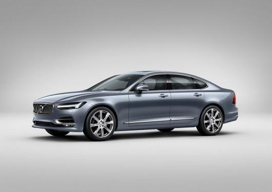Front_Quarter_Volvo_S90_Mussel_Blue