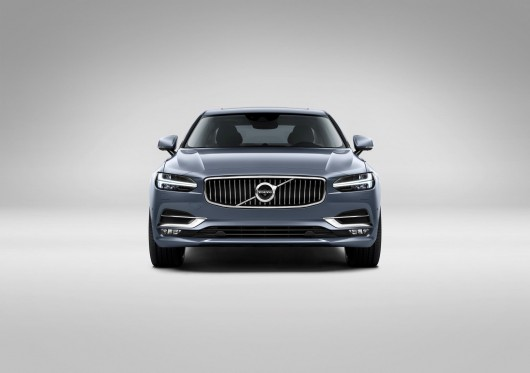 Front_Volvo_S90_Mussel_Blue