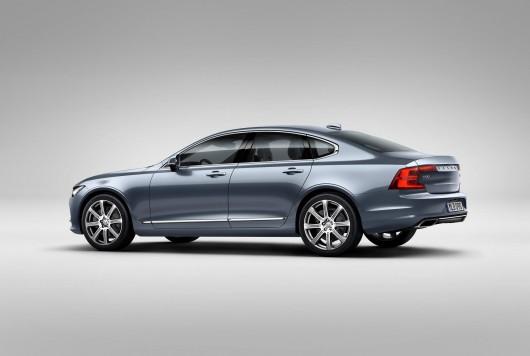Rear_Quarter_Volvo_S90_Mussel_Blue