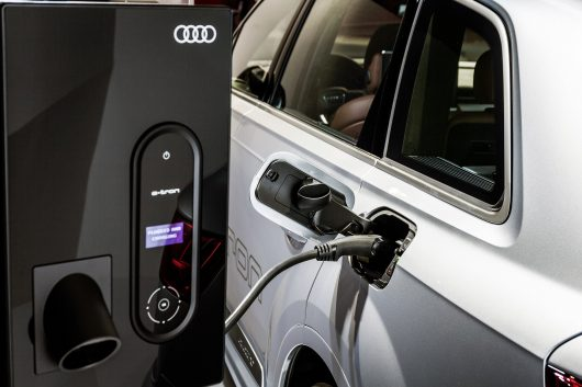 Audi Q7 e-tron 3.0 TDI quattro, Wallbox with control panel, electric charging