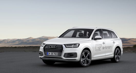 Static photo Colour: Tofana White Audi Q7 e-tron 3.0 TDI quattro: This car is not yet on sale. It has not yet been homologated and is therefore not subject to the 1999/94/EG guideline.
