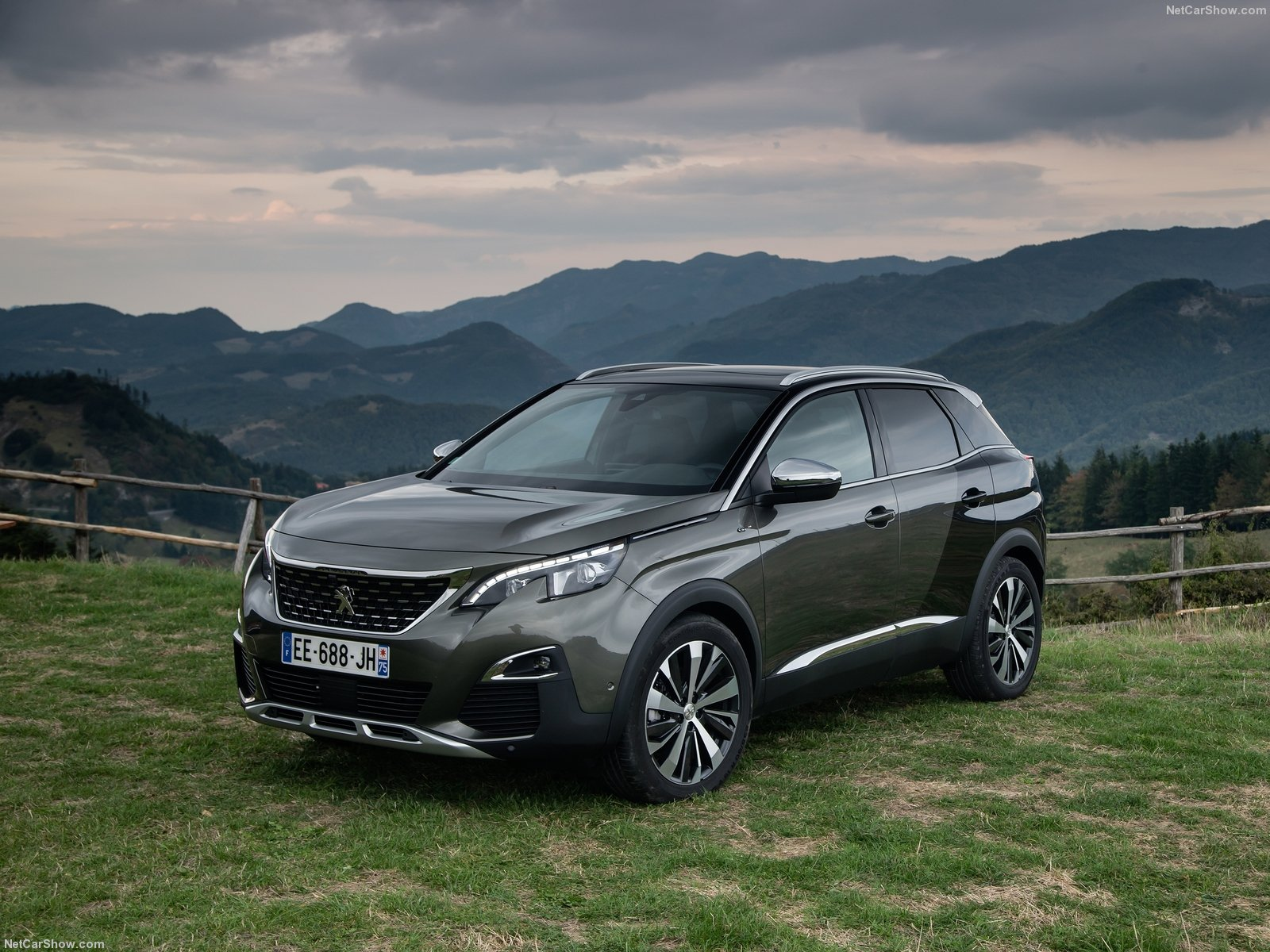 new peugeot 3008 suv crowned car of the year 2017. Black Bedroom Furniture Sets. Home Design Ideas