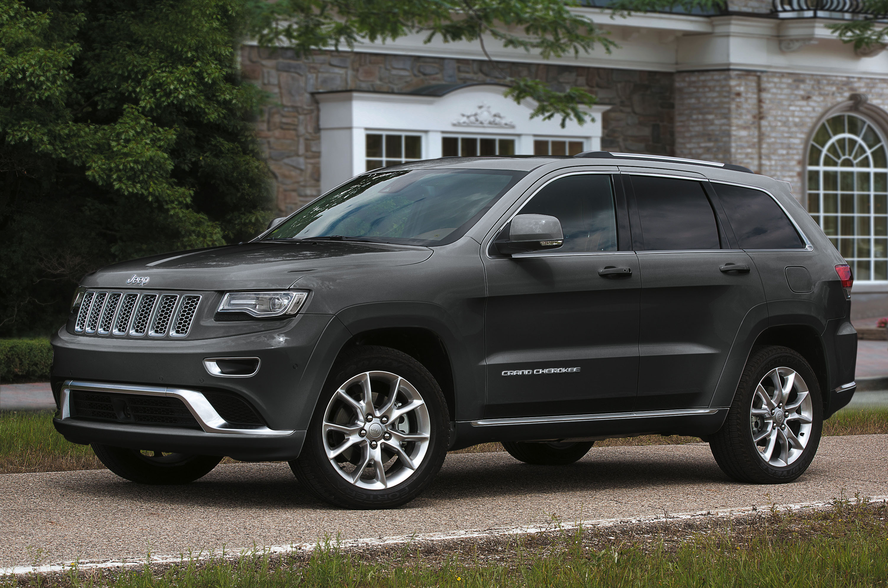 roadshow cherokee preview price auto review trackhawk jeep grand first drive